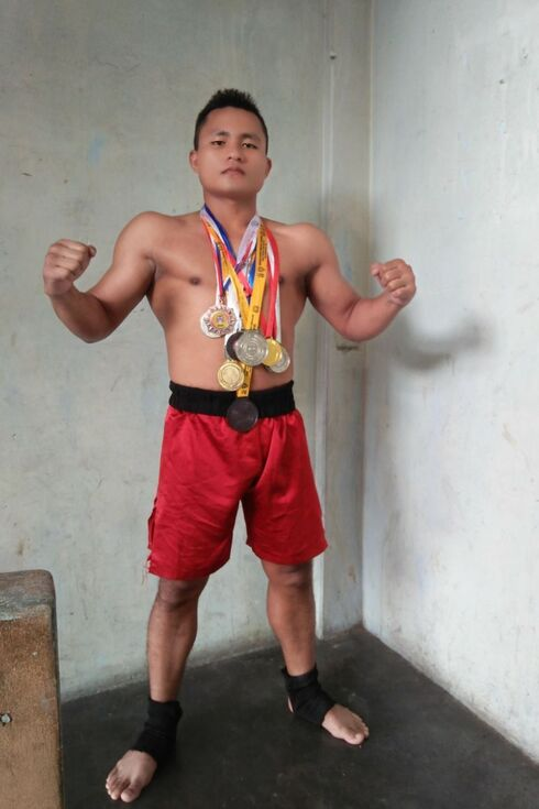 Indyjsko-?ydowski mistrz MMA i kickboxingu gotowy do aliji