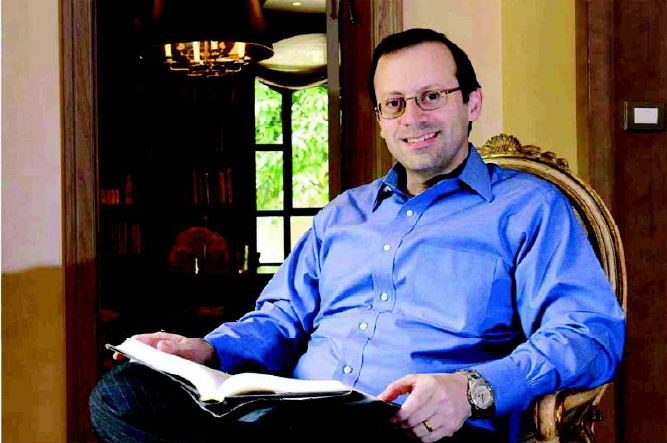 Prezydent Serbii Aleksandar Vu?i? wr?cza Michaelowi Freundowi nagrod?